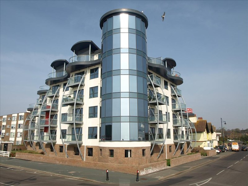 2 Bedrooms Flat for sale in Bognor Beachfront, West Sussex